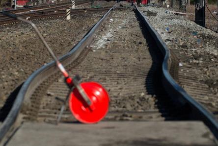 תעשייה ועסקים - פסי רכבת שהתעוותו מחום כבד