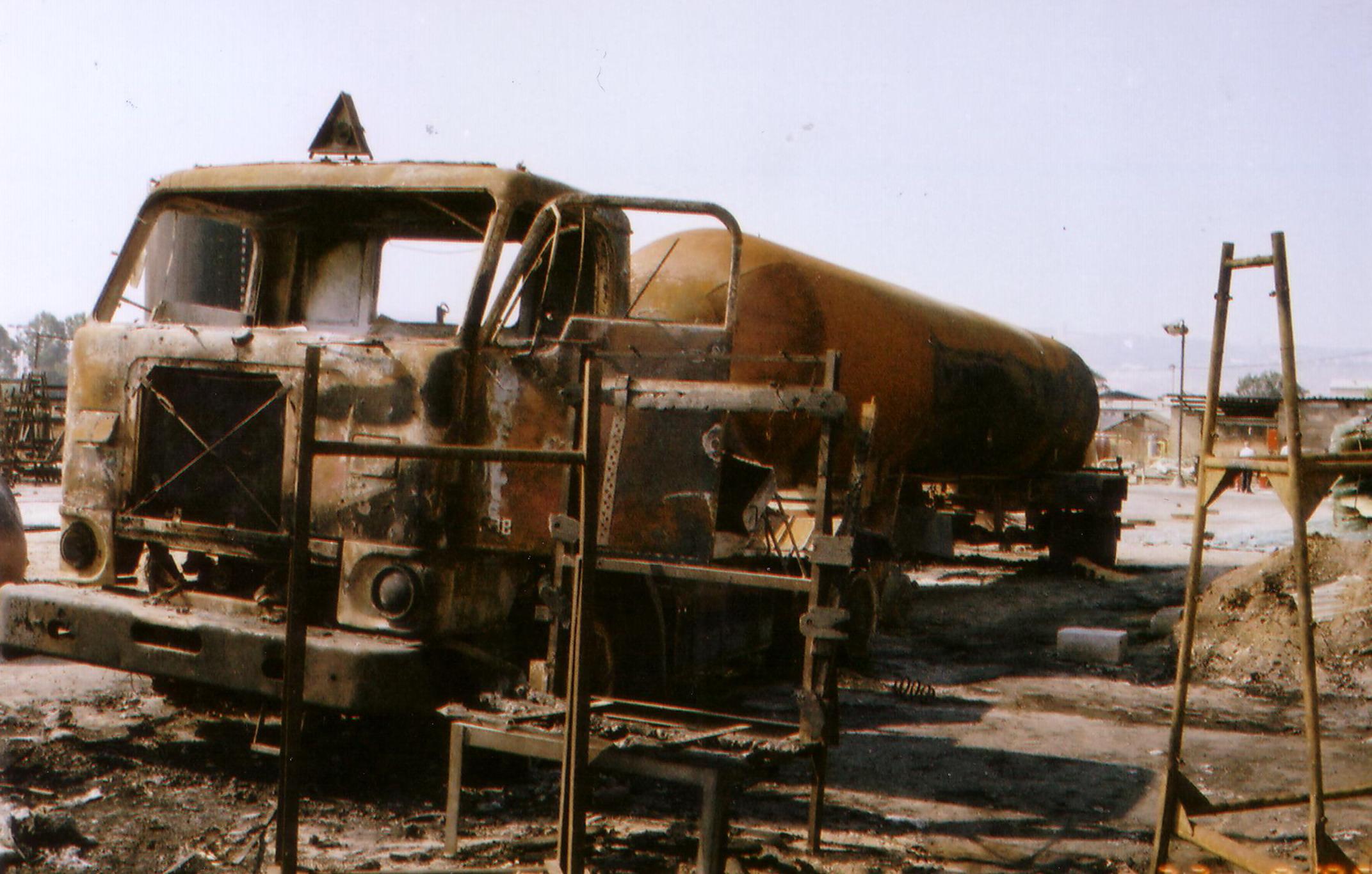 תאונת משאית - מיכלית גז שרופה