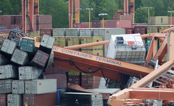 תעשייה ועסקים - קריסה במסוף מכולות ימיות
